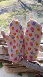 "Monogrammed pink floral, Oven Mitts ""M"""